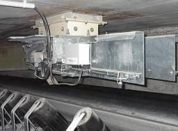 Compuerta de regulación de carga